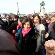 Paris : Anne Hidalgo avec les manifestants pro-IVG