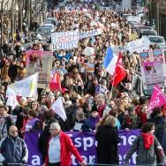 Paris : Des milliers de manifestants dans la rue pour le droit à l'IVG en Espagne