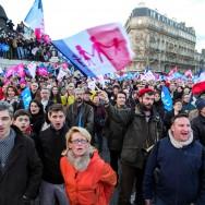 """Paris : La """"Manif pour tous"""" contre la """"familiphobie"""" du gouvernement"""
