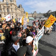 Paris : manifestation contre la reprise des expulsions locatives