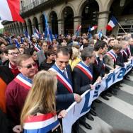 Paris : Le Front national défile rue de Rivoli en mémoire de Jeanne d'Arc