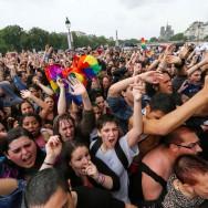 Gay Pride 2014 : la pluie s'invite au défilé à Paris