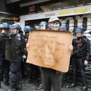 Paris : manifestation contre les violences policières