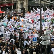 Paris : forte mobilisation contre le projet de loi santé.