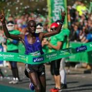 Le Kényan Mark Korir remporte le marathon de Paris