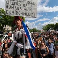 OGM, pesticides : des milliers de manifestants contre Monsanto à Paris