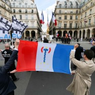 Paris : des organisations nationalistes défilent en hommage à Jeanne d'Arc