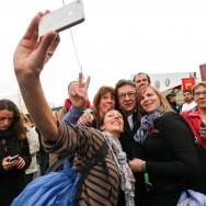 Fête de l'Humanité : Jean-Luc Mélenchon dans les travées du parc de La Courneuve