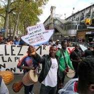 Paris : marche des expulsés, réfugiés et sans logis