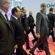 Paris : au Salon de l'agriculture, Hollande cible de la colère des agriculteurs