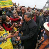 Jean Ping acclamé à Paris