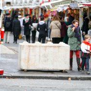 Paris : des mesures de sécurité renforcées pour le marché de Noël des Champs-Elysées.