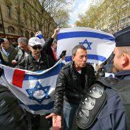 Paris : partisans et opposants du mouvement de boycott d'Israël manifestent.