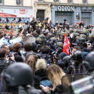 Le Front social manifeste au lendemain de l'élection de Macron.