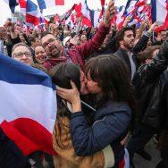 Présidentielle :  la victoire d'Emmanuel Macron fêtée sur l'esplanade du Louvre