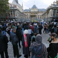 Paris : rassemblement devant le Palais de justice en soutien à 9 accusés.