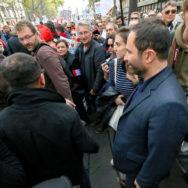"""""""Coup d'État social"""": Hamon manifeste avec Mélenchon """"sans état d'âme"""""""