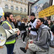 Paris : les travailleurs sociaux dans la rue.