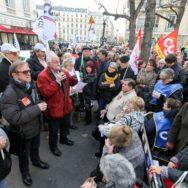Hausse de la CSG : les retraités mobilisés devant l'Assemblée Nationale.