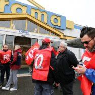 Les employés de Castorama en grève.