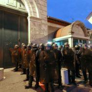 Prisons : les surveillants manifestent à Fresnes pour réclamer plus de sécurité.