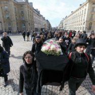 Paris : la dépouille de l'Education nationale déposée au Panthéon.