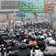 Motards et automobilistes défilent par centaines contre les 80 km/h