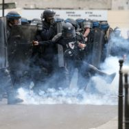 1er-mai : violents incidents à Paris.