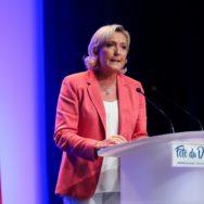Marine Le Pen à la Fête du drapeaux, à Mantes-la-Ville.