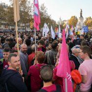 Paris : après les agressions, une manifestation contre l'homophobie à République.