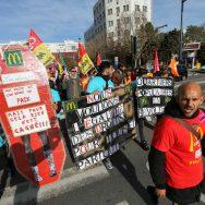 Manifestation pour les salaires et les libertés syndicales devant le siège de McDonald's France