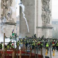 Gilets jaunes à Paris : l'Arc de Triomphe tagué.