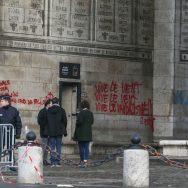Gilets jaunes : l'Arc de Triomphe pris d'assaut.