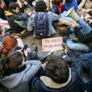 Timide début de mobilisation des jeunes pour le climat à Paris.