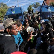 Rassemblement devant le commissariat de police d'Aulnay-sous-Bois.