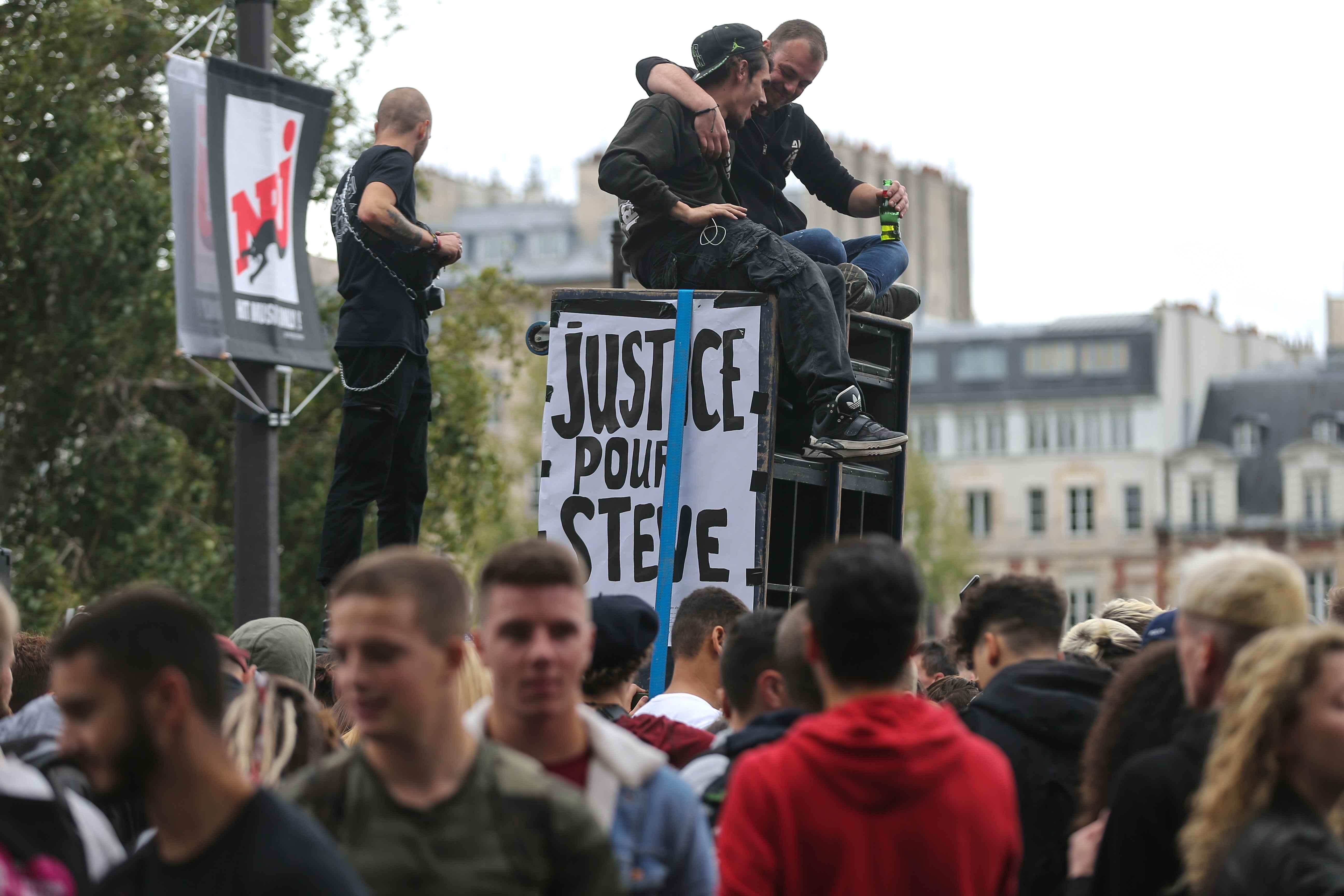"""Une bannière : """"Justice pour Steve"""". © Michel Stoupak. Sam 28.09.2019, 12:27:41."""