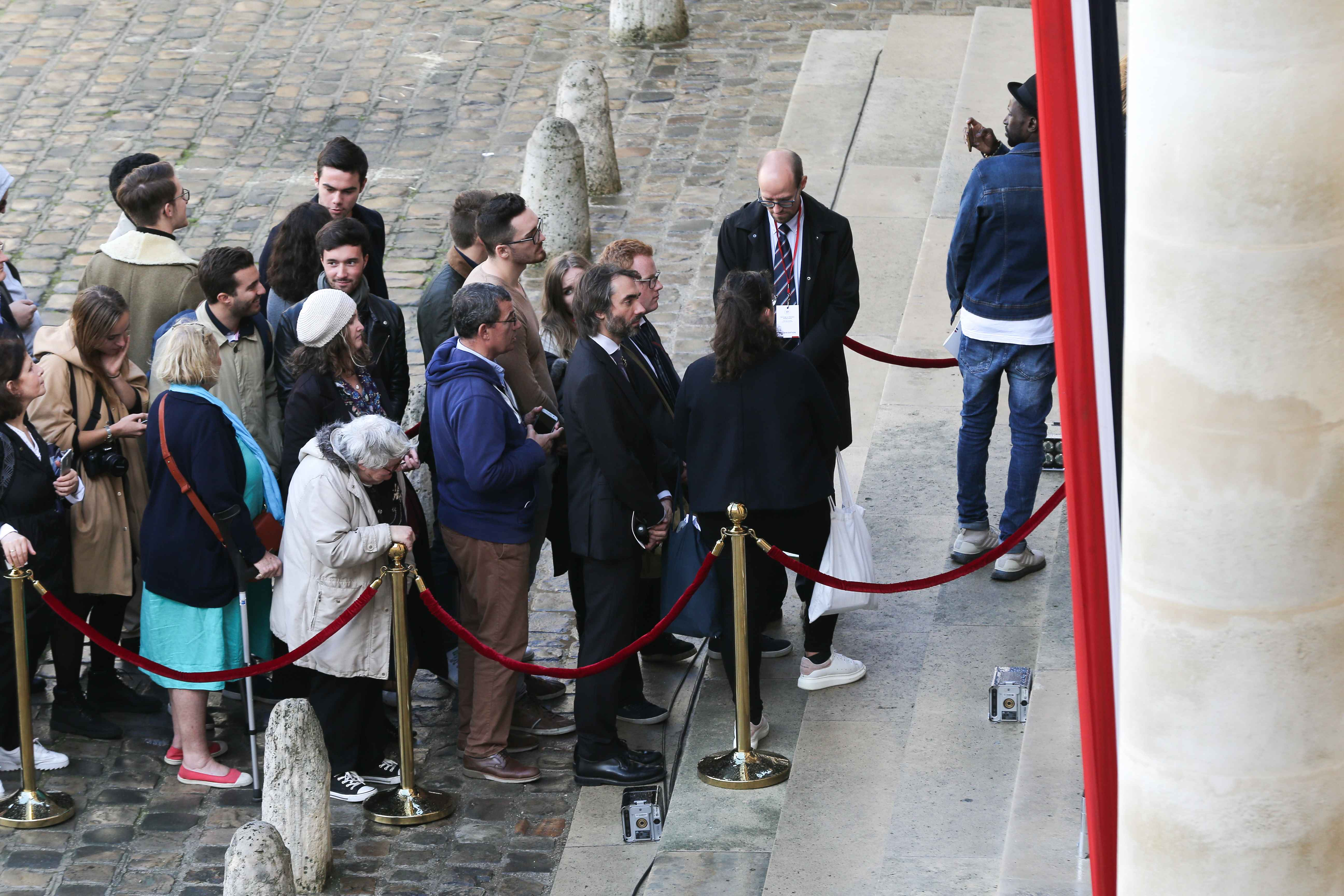 Paris mayoral's dissident candidate from LREM (La Republique en Marche) Cedric Villani (C) queues to say a final farewell to former French President Jacques Chirac as the coffin lie in state at the Saint-Louis-des-Invalides cathedral at the Invalides memor