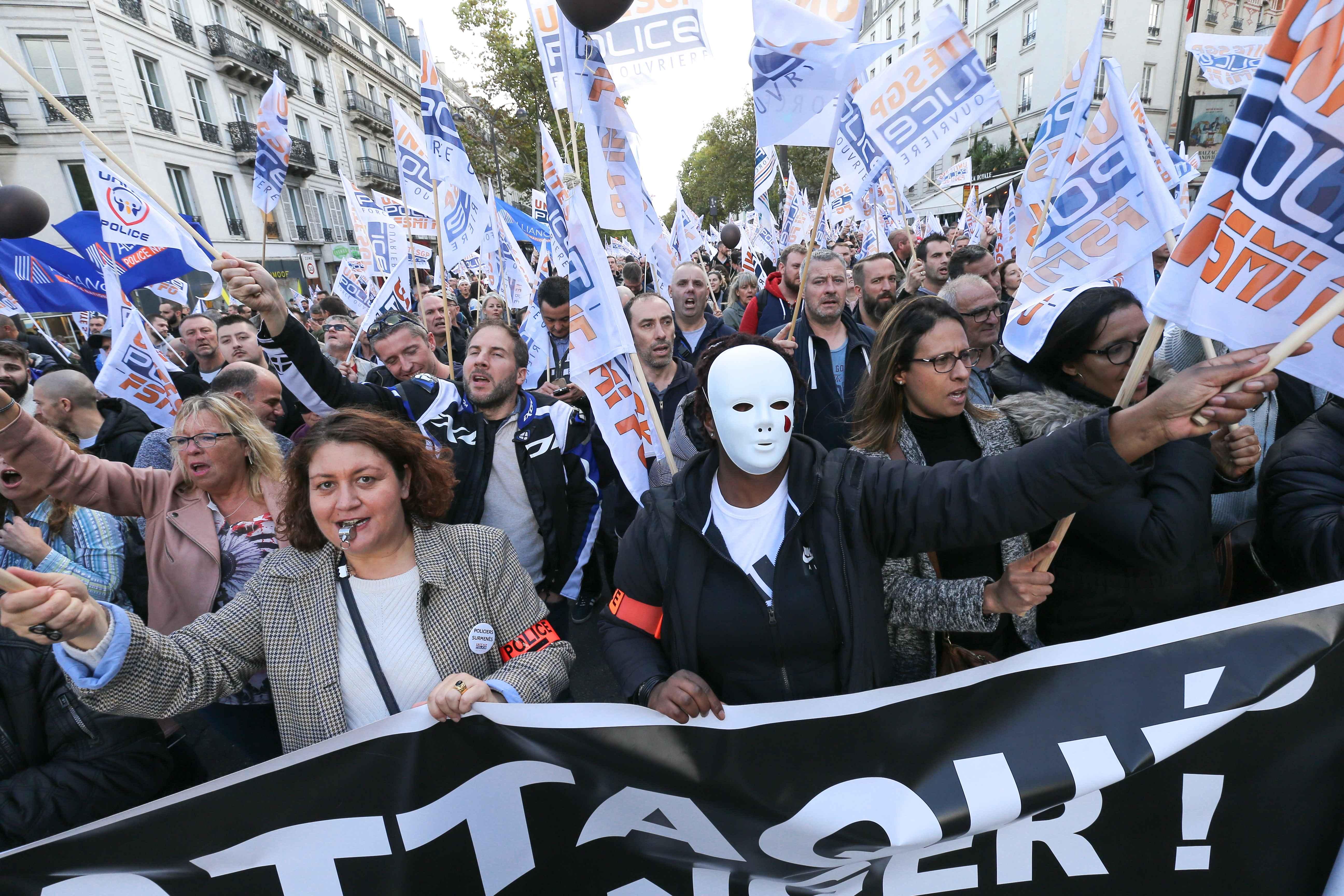 Plusieurs milliers de policiers ont manifesté, place de la Bastille © Michel Stoupak. Mer 02.10.2019, 14:06:38.