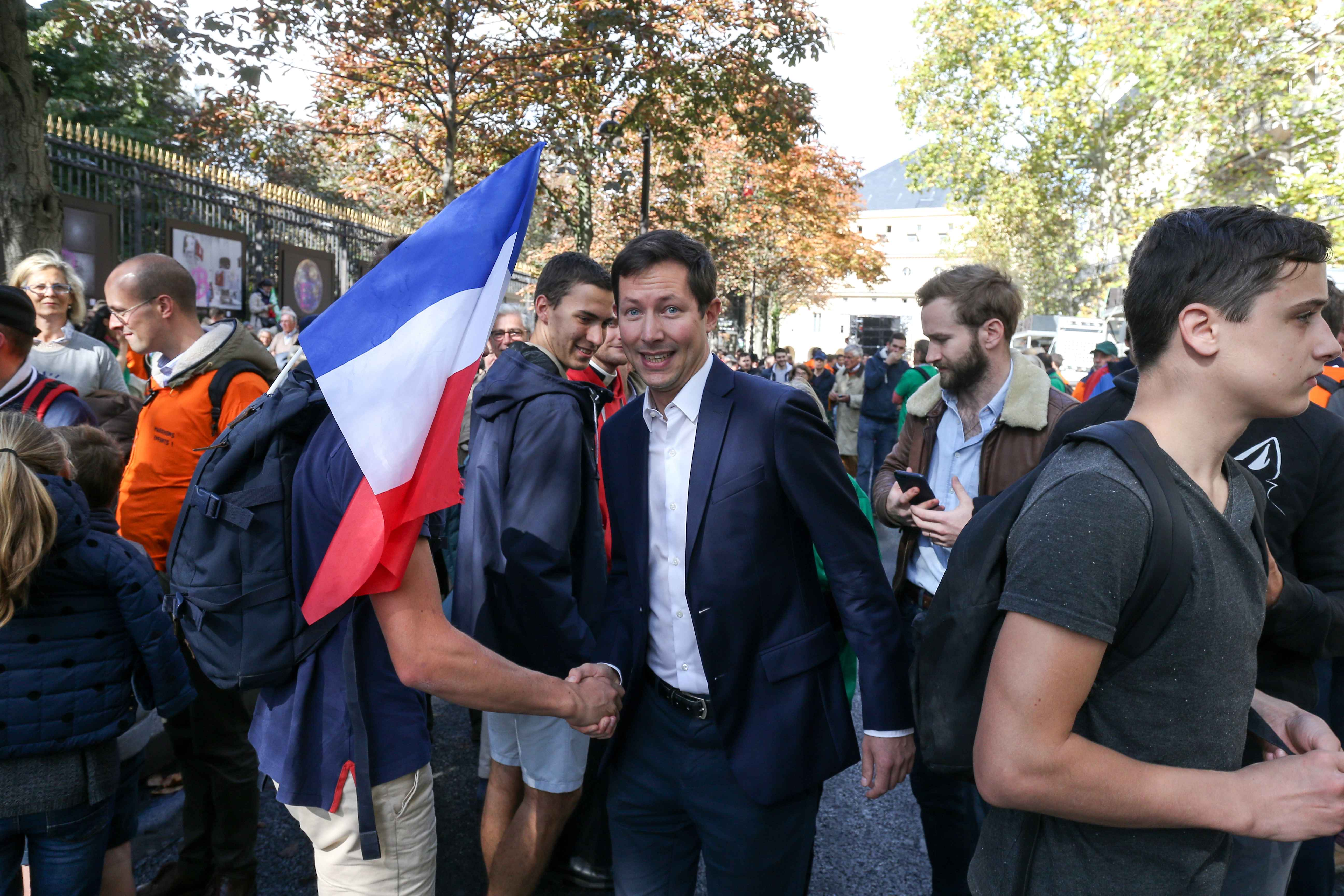 French european deputy Francois-Xavier Bellamy (C) takes part in a protest against a government plan to let single women and lesbians become pregnant with fertility treatments, on October 6, 2019 in Paris. The French National Assembly on September 26, 2019
