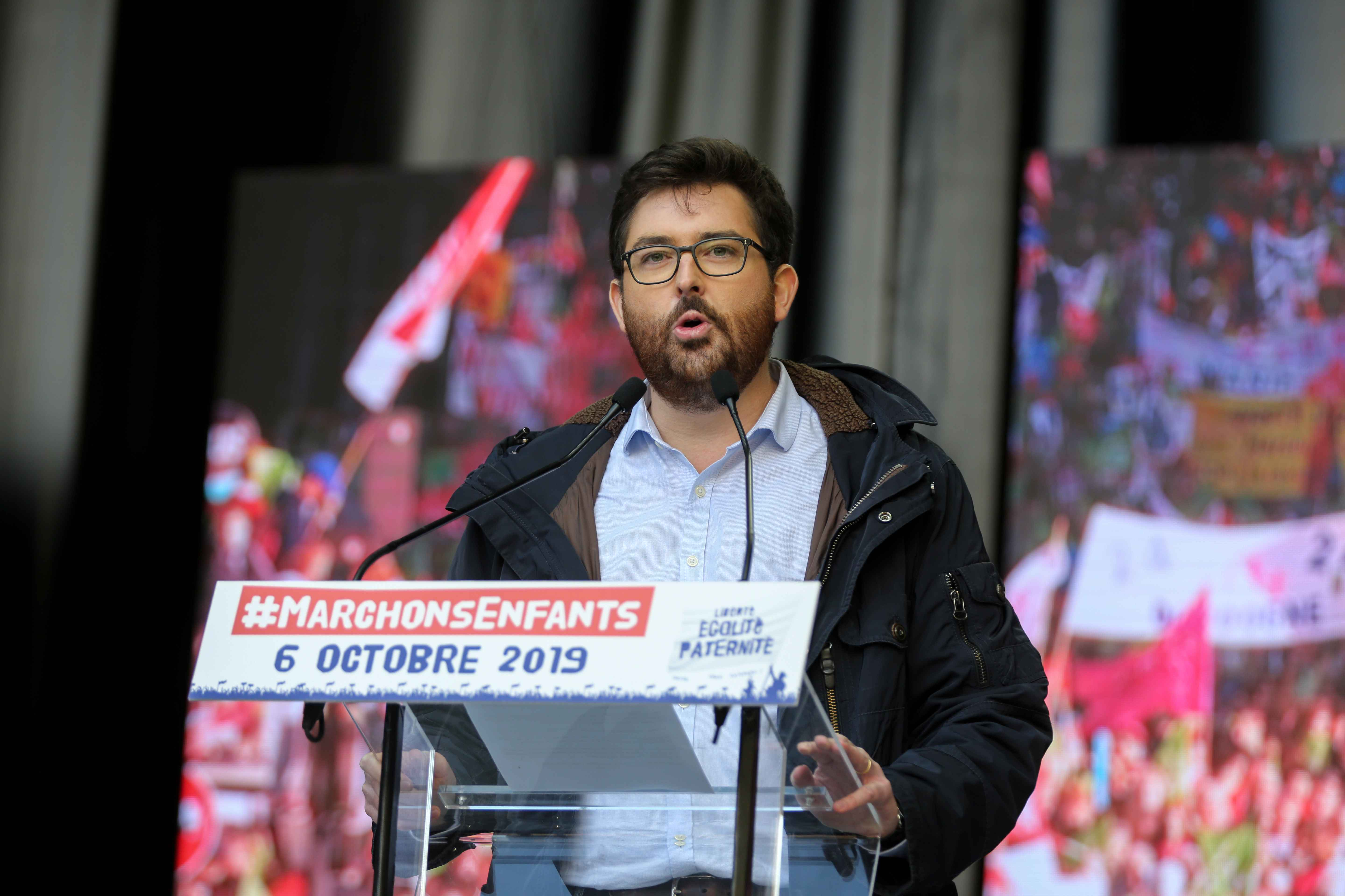 "Vice President of the anti-gay marriage movement ""La Manif Pour Tous"" (Protest for Everyone) Albéric Dumont speaks during a protest against a government plan to let single women and lesbians become pregnant with fertility treatments, on October 6, 2019 in"