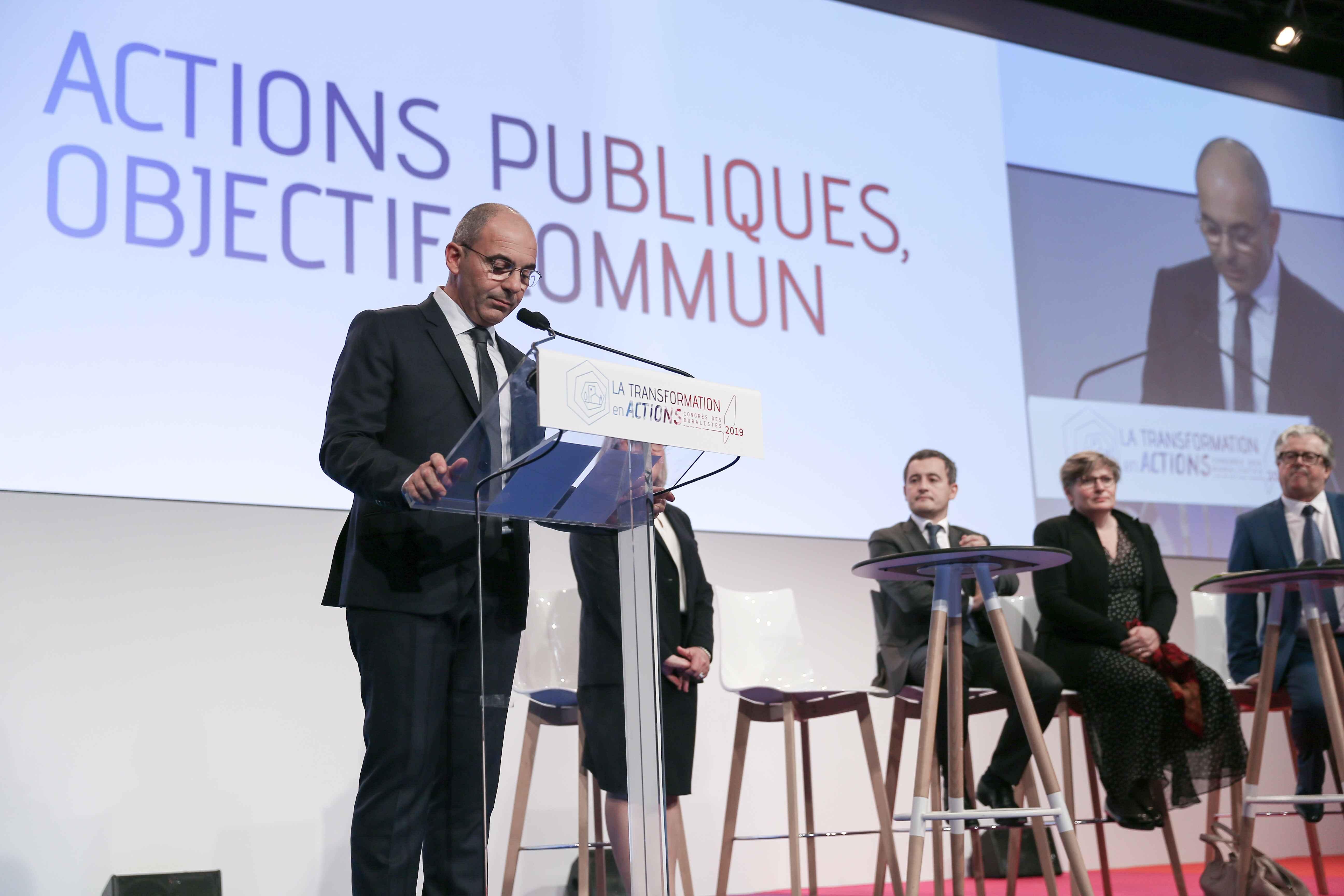 Philippe Coy (G) s'adresse aux buralistes. © Michel Stoupak. Jeu 10.10.2019, 13h07m36.