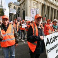 """Amiante : une grande marche nationale à Paris contre un """"déni de justice""""."""