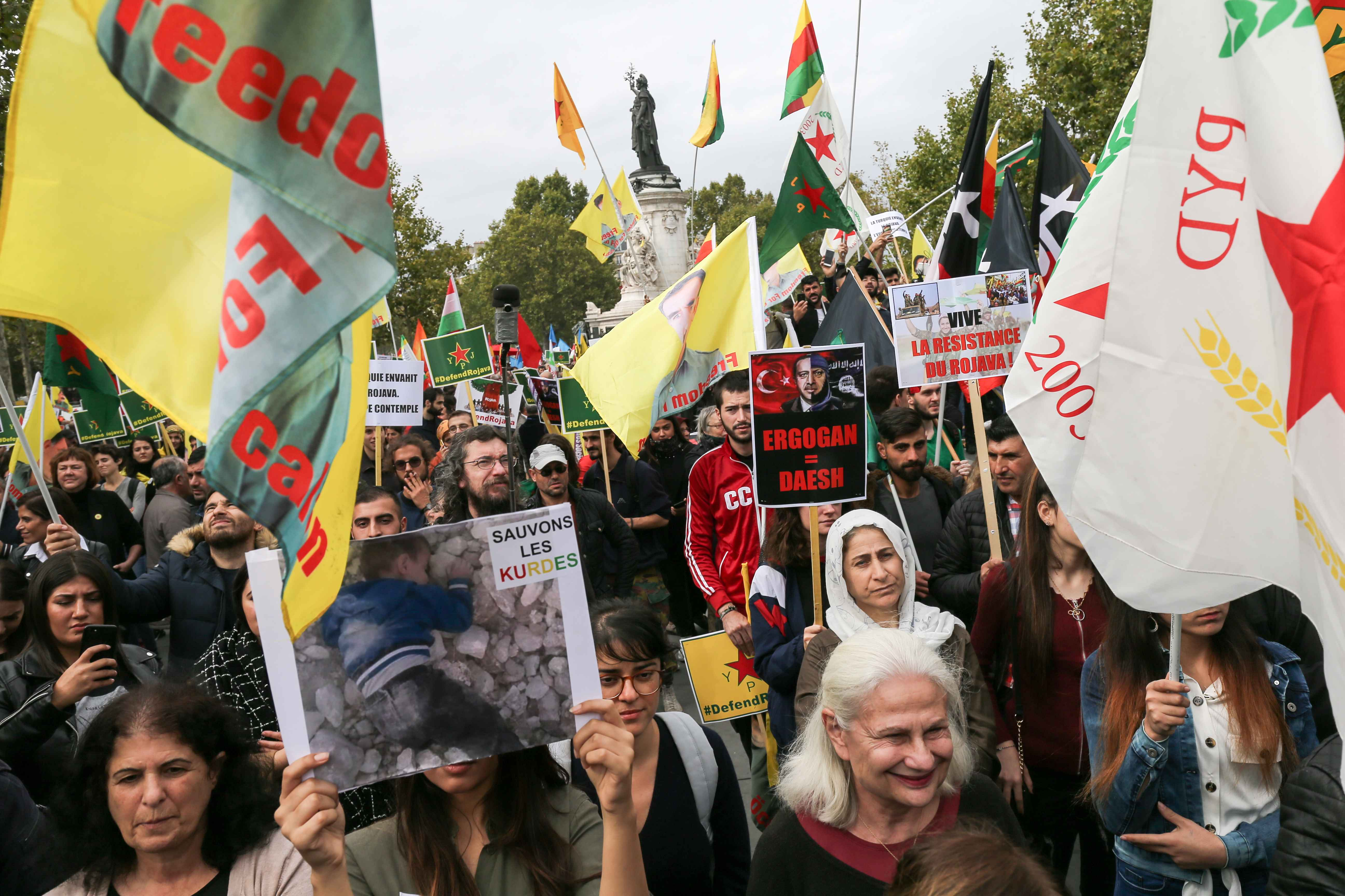 Rassemblement sur la place de la République en soutien aux Kurdes. © Michel Stoupak. Sam 12.10.2019, 13h26m32.