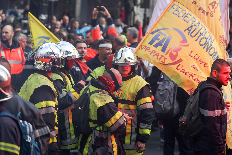 Les pompiers protestent en défilant. © Michel Stoupak. Mar 15.10.2019, 13:09:42.