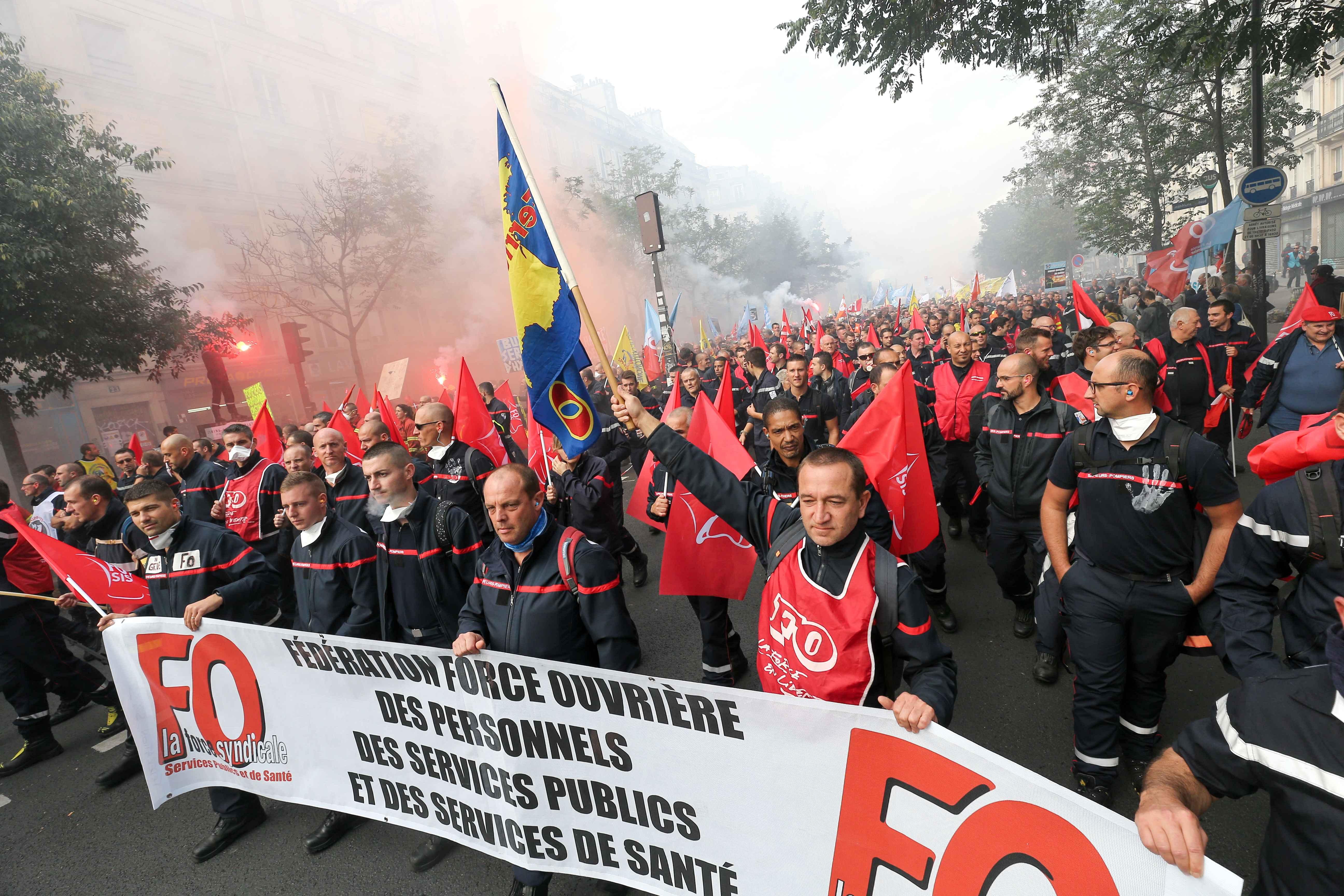Les pompiers protestent en défilant. © Michel Stoupak. Mar 15.10.2019, 13:18:49.