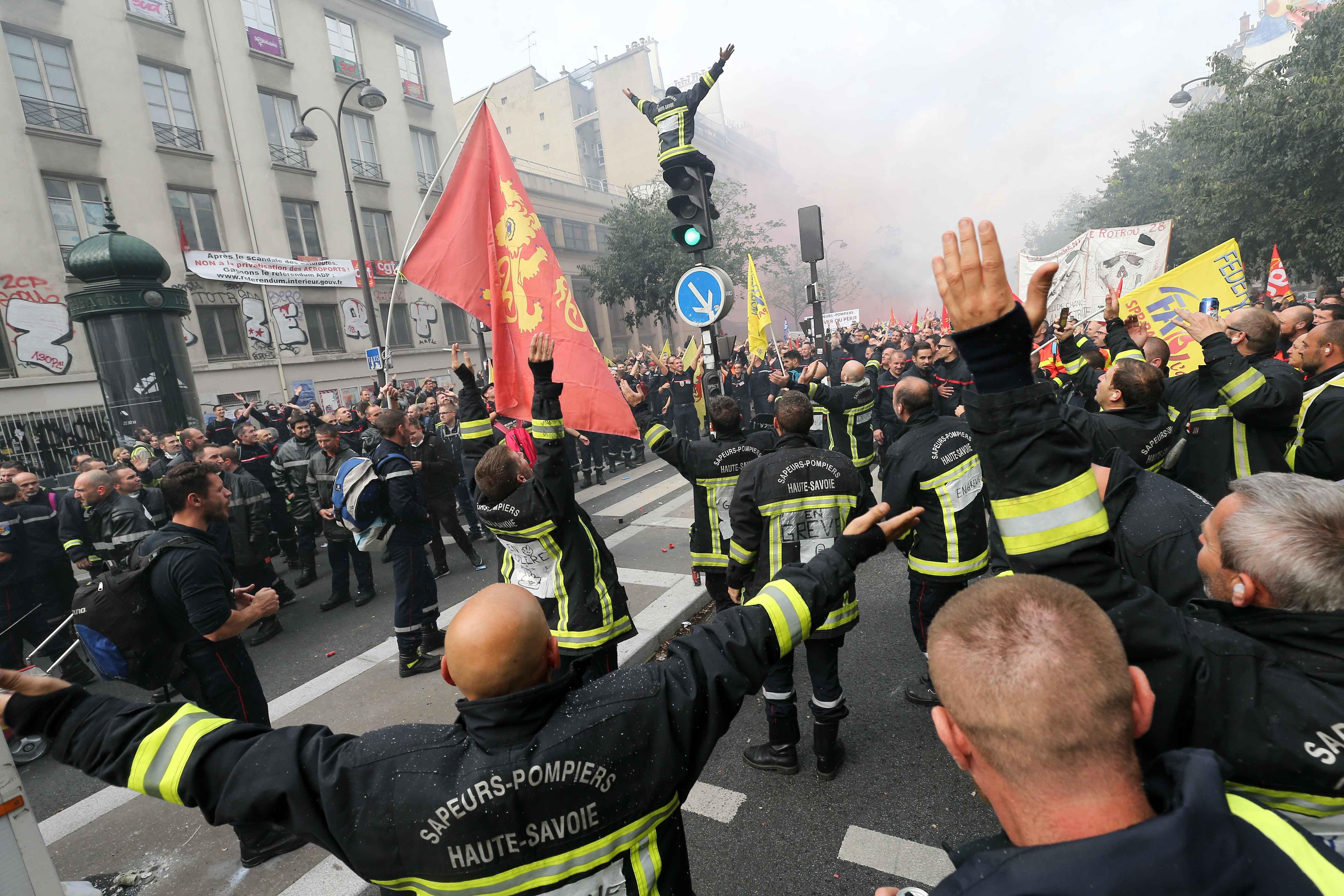 Les pompiers protestent en défilant. © Michel Stoupak. Mar 15.10.2019, 13:28:00.