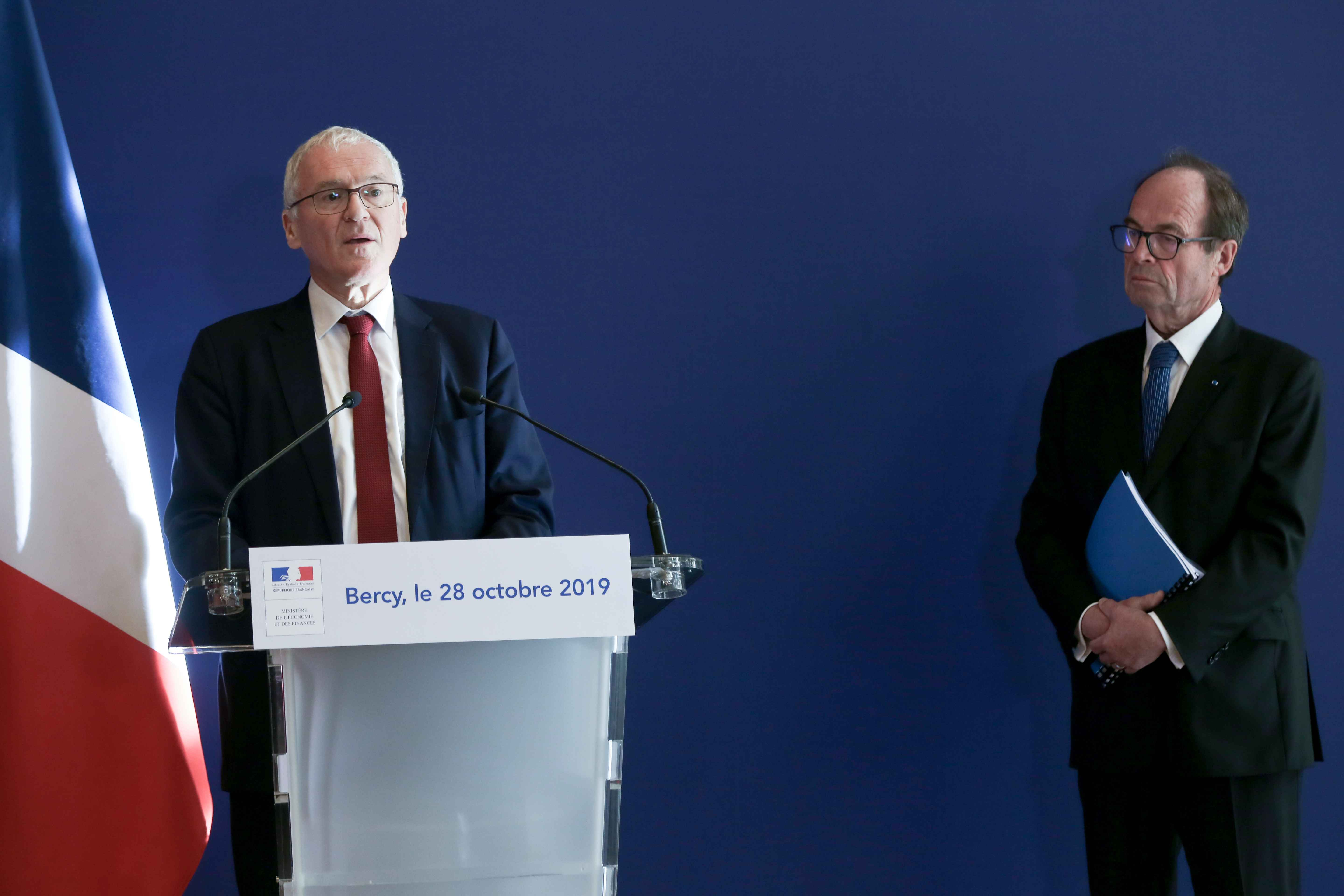 (From L to R) French energy giant EDF's CEO Jean-Bernard Levy and report head Jean-Martin Folz give a press conference to present a report concerning the construction of the EPR at the Flamanville nuclear plant, at the ministry of Economy, in Paris, on Oct