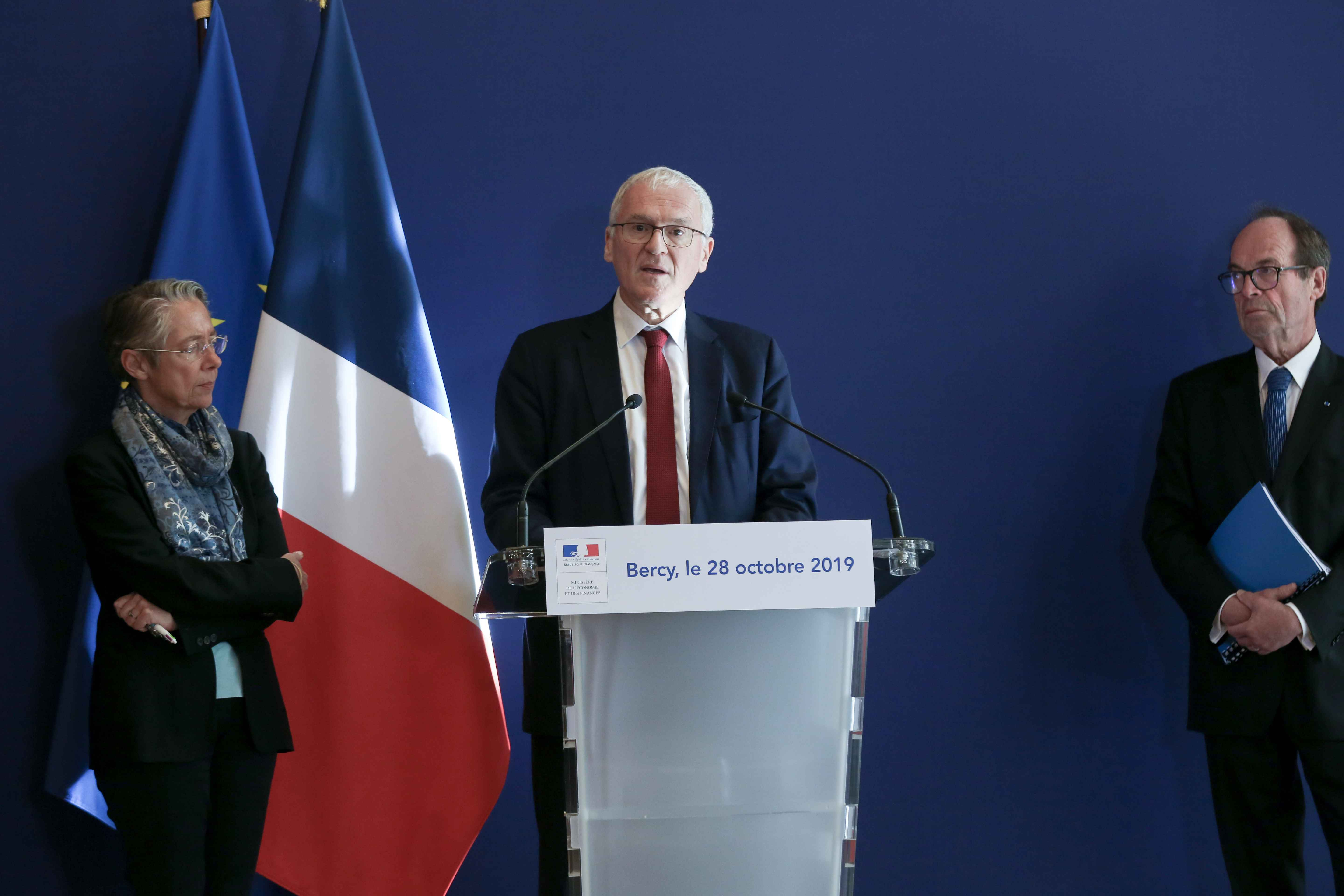 (From L to R) French Minister for the Ecological and Inclusive Transition Elisabeth Borne, French energy giant EDF's CEO Jean-Bernard Levy and report head Jean-Martin Folz give a press conference to present a report concerning the construction of the EPR a