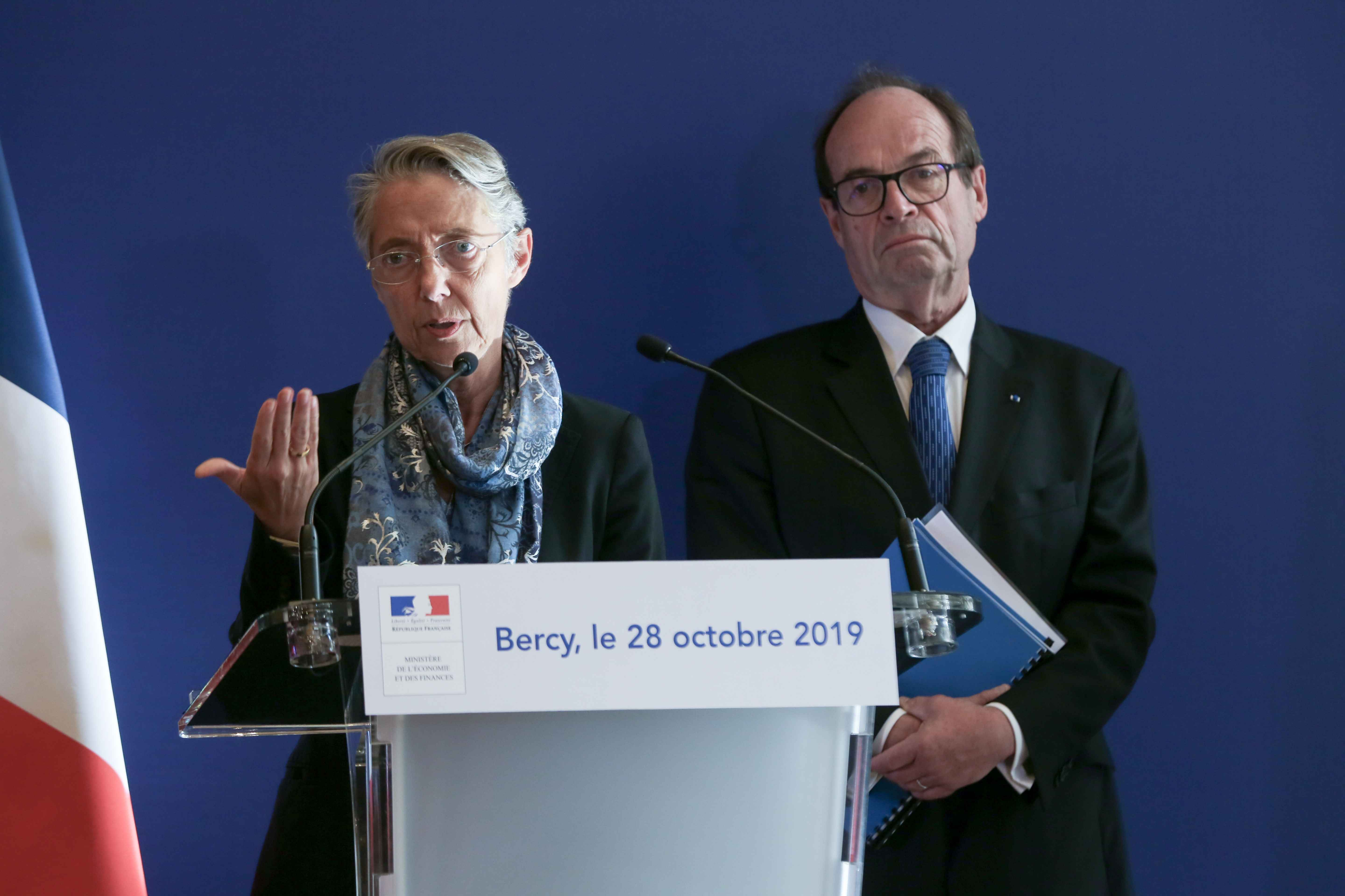 (From L to R) French Minister for the Ecological and Inclusive Transition Elisabeth Borne and report head Jean-Martin Folz give a joint press conference to present a report concerning the construction of the EPR at the Flamanville nuclear plant, at the min