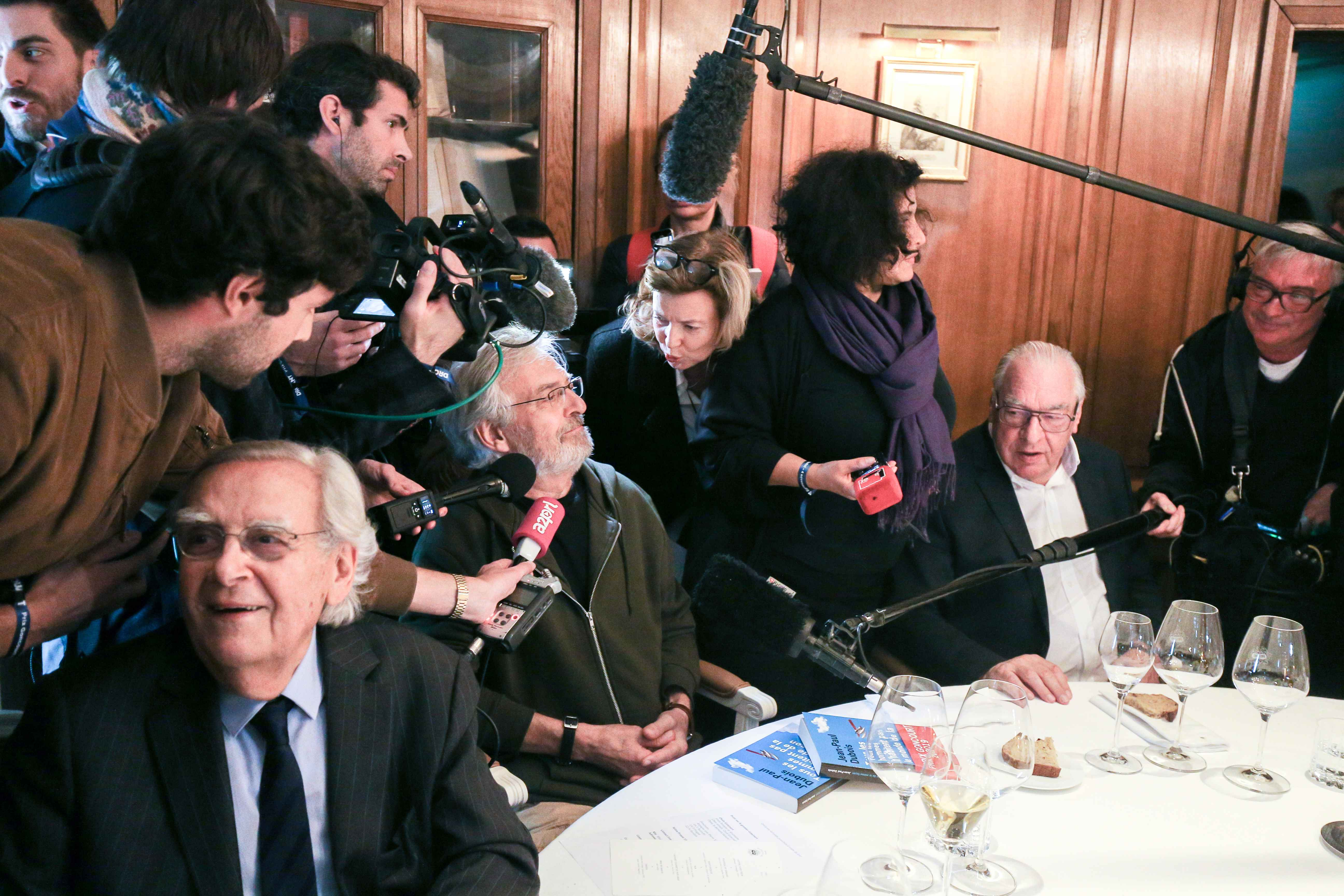 "French author Jean-Paul Dubois speaks to the press upon his arrival at the Drouant restaurant in Paris as he receives the France's literary prize, the Prix Goncourt, on November 4, 2019 for his novel ""Tous les hommes n'habitent pas le monde de la même fac"